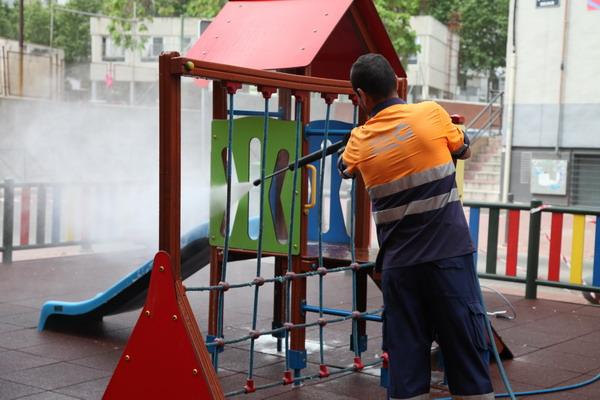 Mantenimiento, reparación y conservación de Áreas Infantiles y Mayores