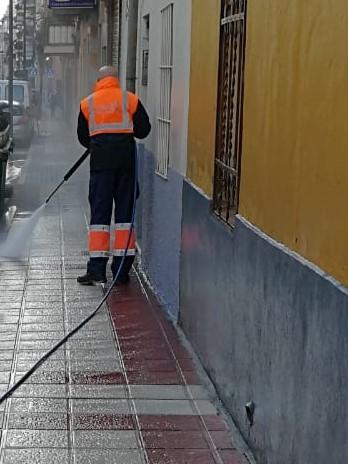 Continuan los trabajos de hidrolimpieza en el Barrio de La Alhóndiga